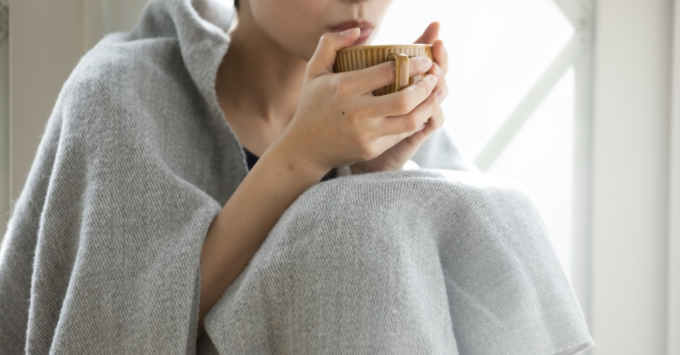 温めるより効果的!手足が冷える原因と、自己チェックで分かる対策方法一覧画像