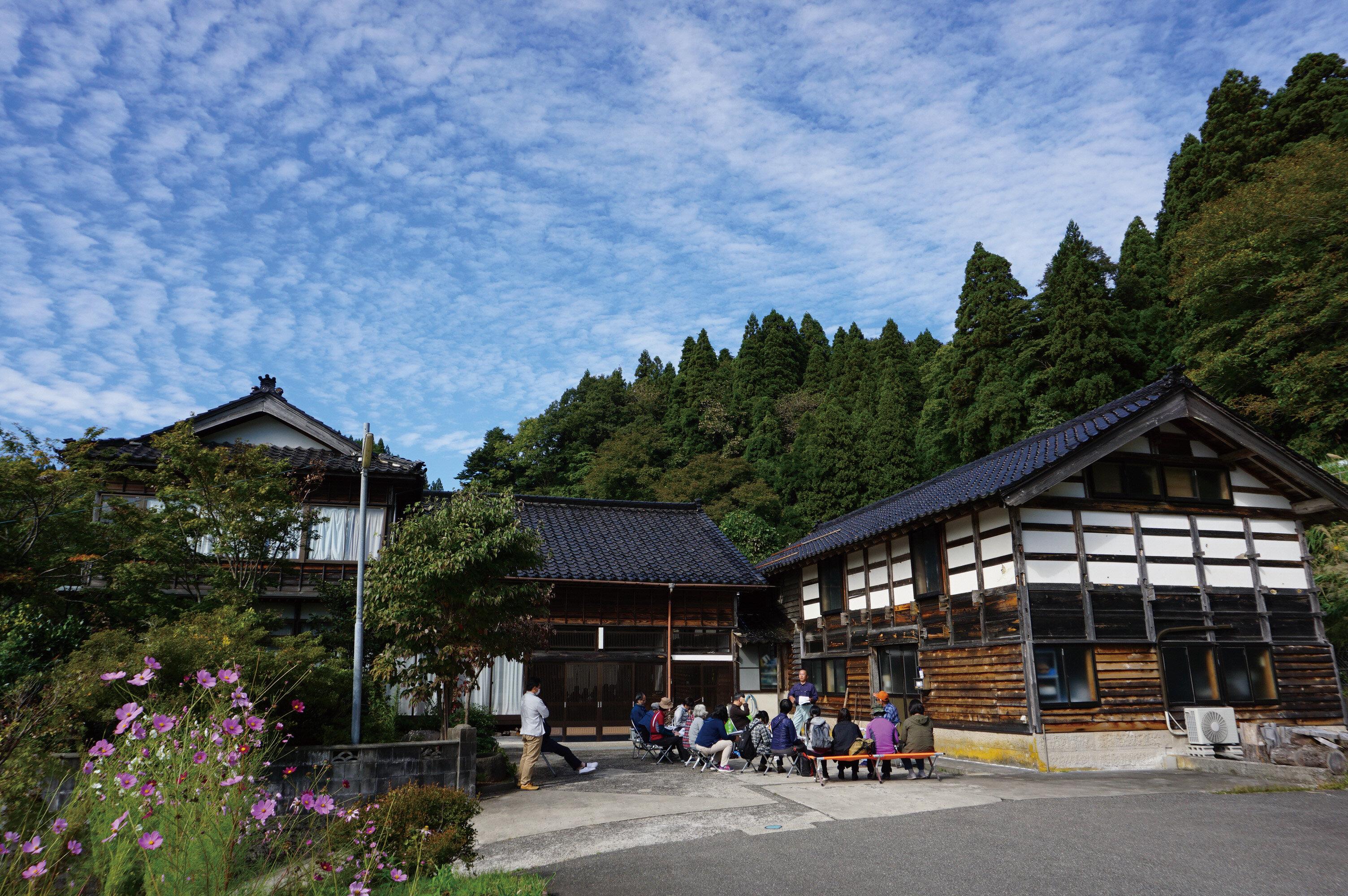 ノトノカさんでクロモジの蒸留を学ぶ青空教室.jpg