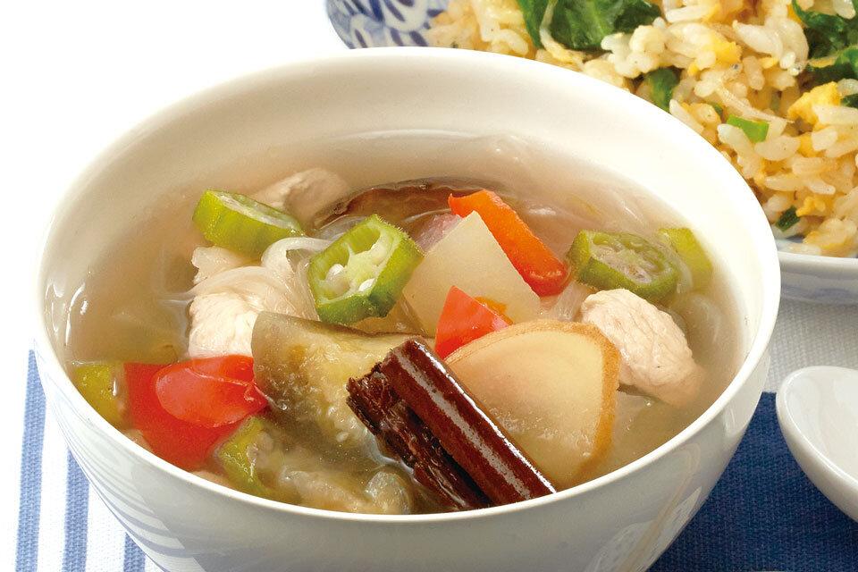 夏野菜と鶏肉のシナモン風味スープ