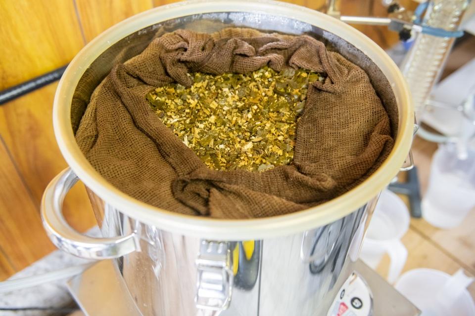 蒸留器のクロモジチップ
