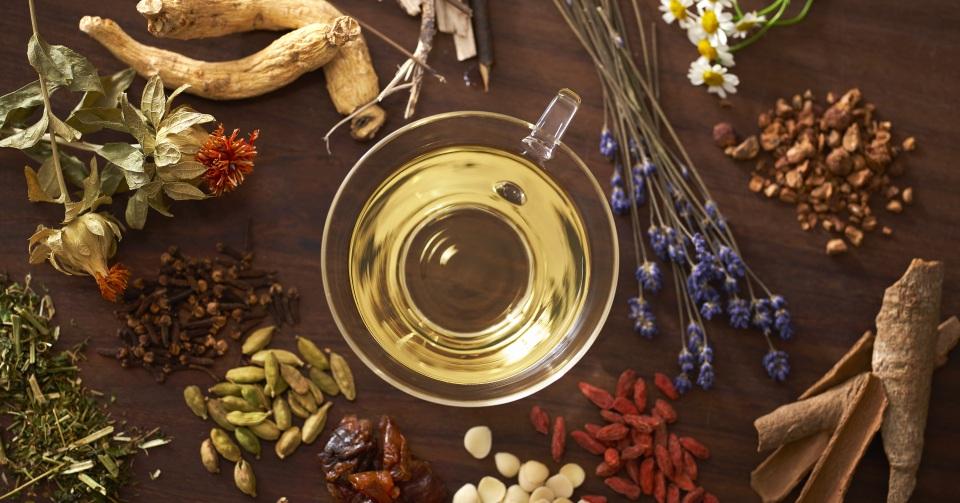 複数のハーブを調合して生まれる「ハーブのお酒」の新しい香り一覧画像