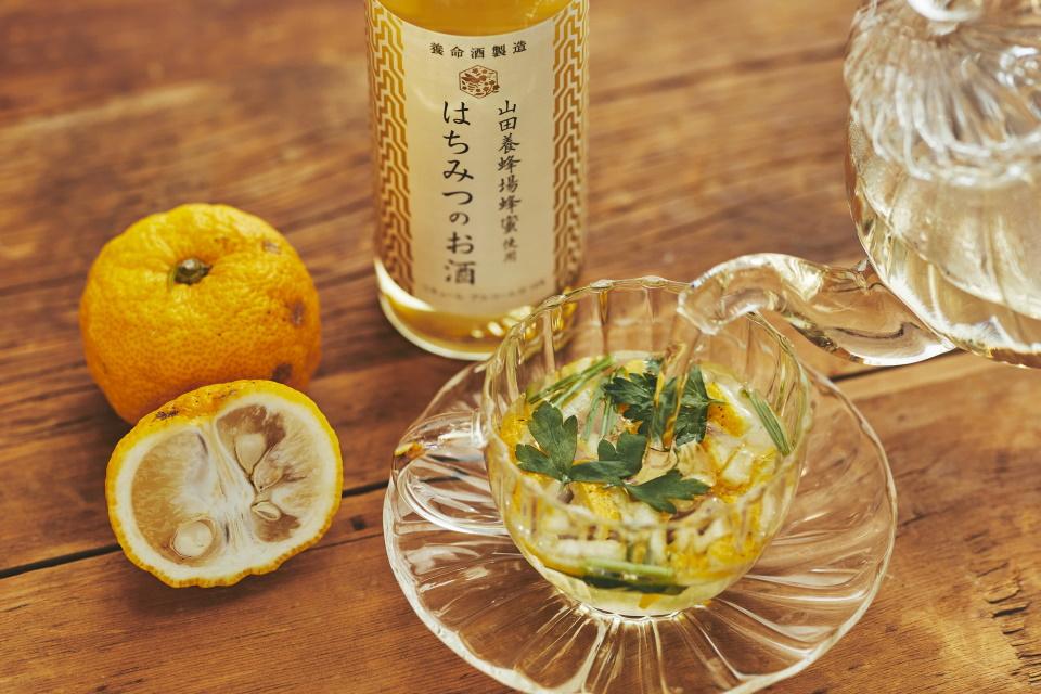 はちみつのお酒×イタリアンパセリ×柚子のホットカクテル