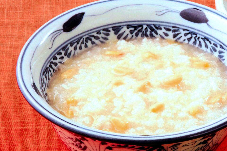鶏がらスープで炊いた「楽うま薬膳粥」